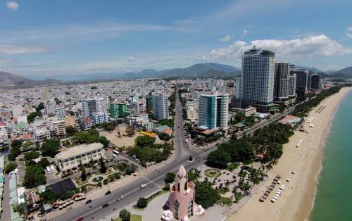 Du lịch Nha Trang khám phá con đường không ngủ Trần Phú