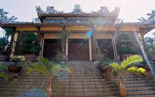 Tham quan những ngôi chùa nổi tiếng ở Nha Trang