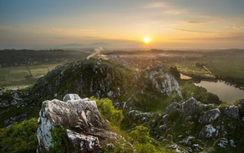 Rủ nhau cắm trại dã ngoại ở cao nguyên đá Núi Trầm sát rạt Hà Nội