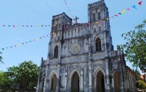 Nhà thờ Mằng Lăng kiến trúc trăm tuổi ở Phú Yên