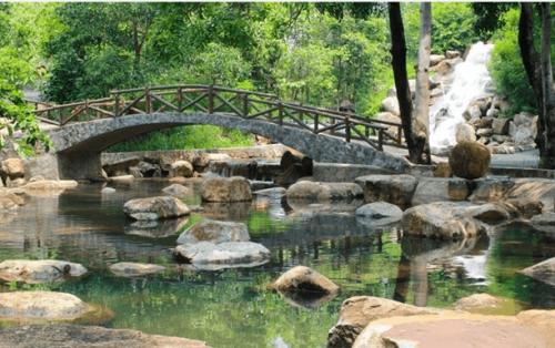 """""""Đắm chìm"""" trong thác suối nhân tạo lớn nhất – Thủy Châu"""