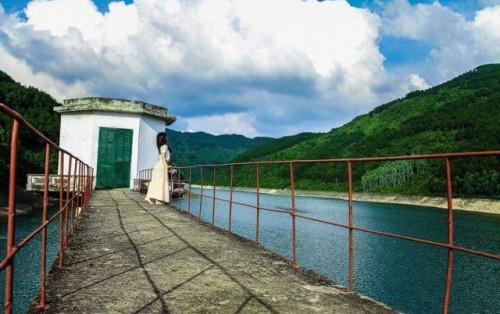 """Khám phá Hồ Xạ Hương – """"nàng thơ"""" ngủ quên giữa núi rừng Tam Đảo"""