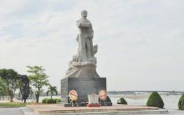 Tượng đài mẹ Suốt Quảng Bình – Biểu trưng của người phụ nữ anh hùng