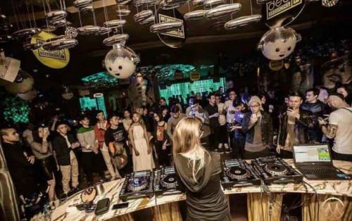 Xả stress cuối tuần với 10 quán Bar Hà Nội nổi tiếng sôi động nhất