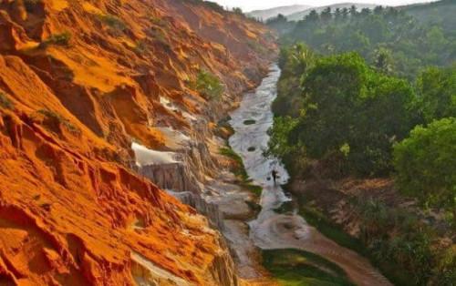 Suối Tiên Mũi Né – Bức phù điêu đỏ cam độc đáo ở Phan Thiết