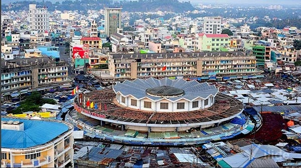 Khung cảnh nhìn từ trên cao Chợ Đầm Nha Trang