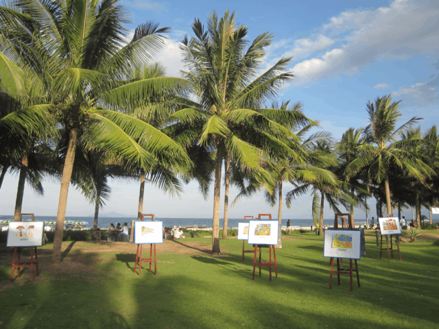 Triển lãm ảnh tại Công viên Biển Đông