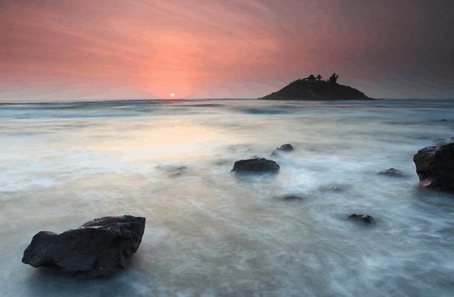 Bình minh trên đảo Hòn Bà