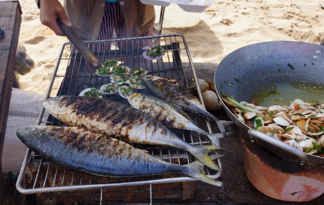 Món cá đục nướng nổi tiếng Hồ Tràm