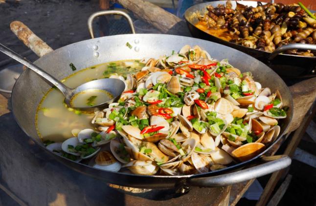 Ăn hải sản dân dã tại khu du lịch Hồ Tràm Vũng Tàu