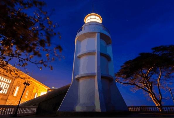 ngọn hải đăng về đêm