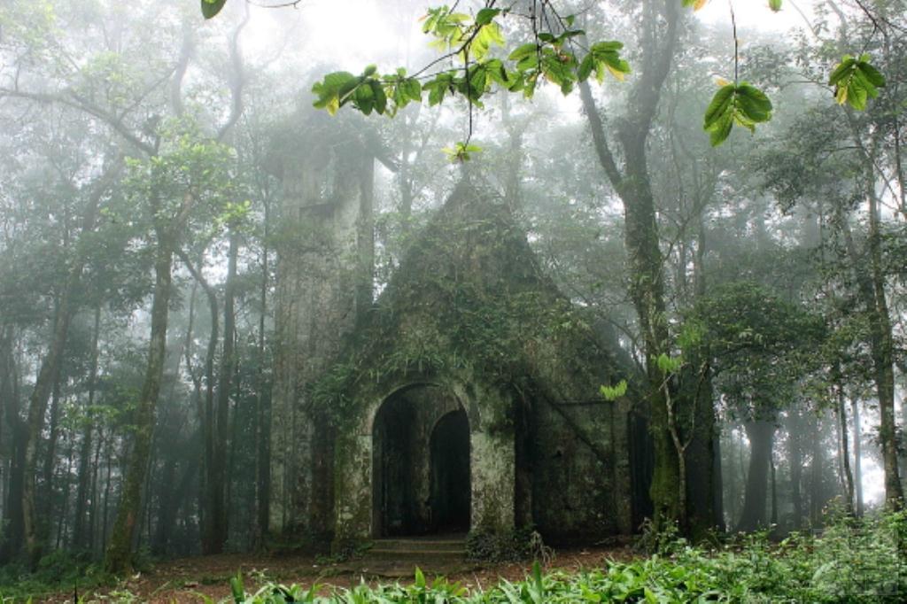 nhà thờ cổ Ba Vì
