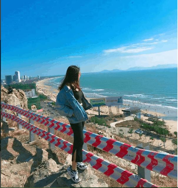 Trên đồiđồi Con Heo ở Vũng Tàu có dải phân cách để đảm bảo an toàn