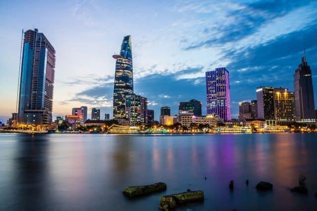 Khung cảnh Sài Gòn về đêm đẹp lung linh - địa điểm du lịch Sài Gòn