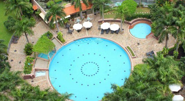 Hồ bơi hiện đại của khách sạn Lotte Legend Saigon (ảnh ST)