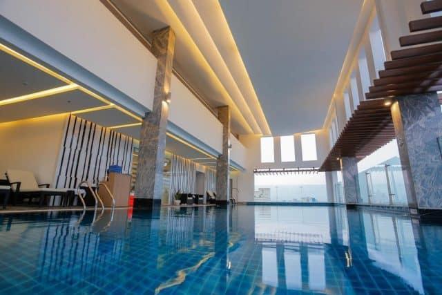 Hồ bơi trong nhà hiện đại (ảnh ST)