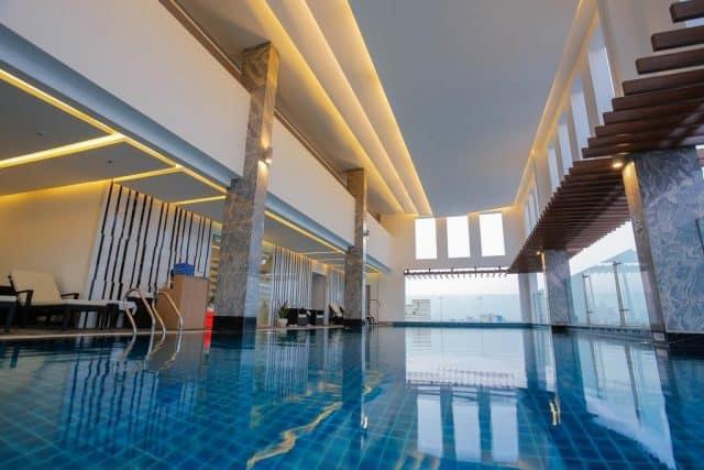 Hồ bơi trong nhà của khách sạnMường Thanh Sài Gòn Centre (ảnh ST)