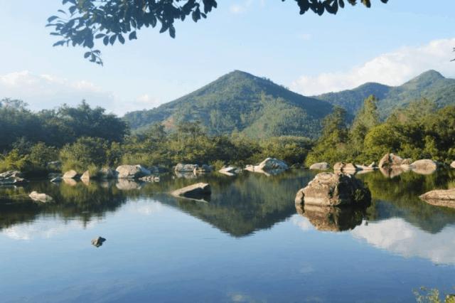 Đá, nước và cây... hòa quyện để tạo nên thắng cảnh Hầm Hô (Ảnh: Sưu tầm)