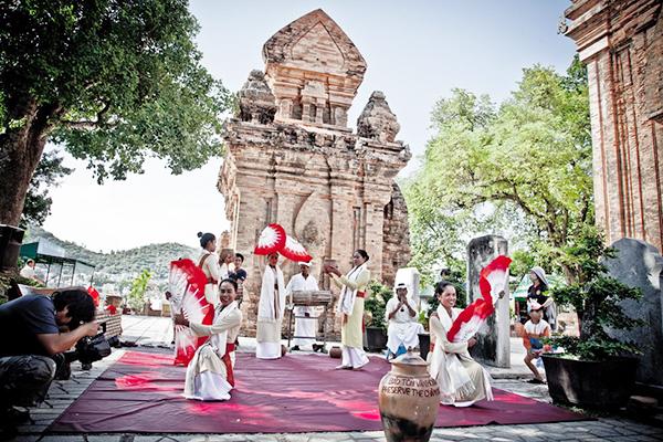 Ghé thăm Tháp Bà Ponagar Nha Trang tháng 3 âm lịch để tham gia nhiều hoạt động phong phú (Ảnh: ST)