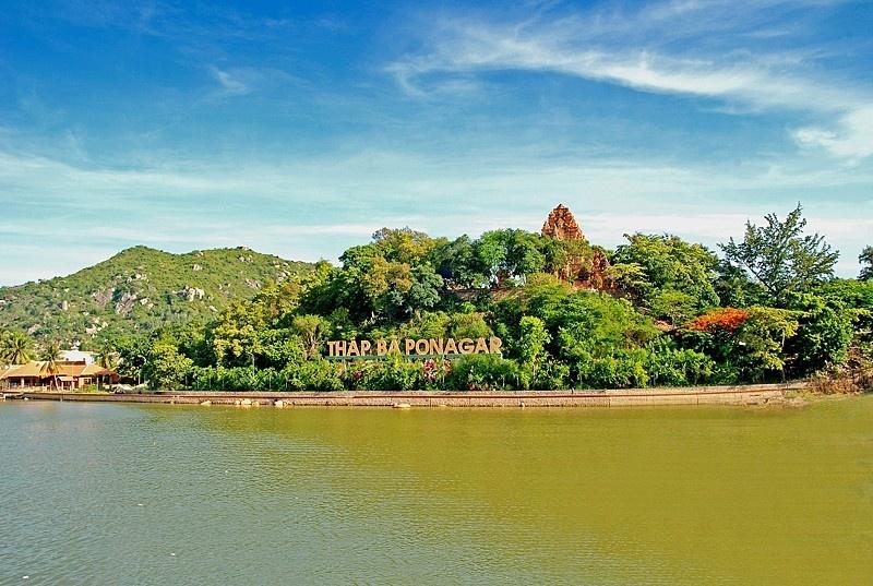 Tháp Bà Ponagar Nha Trang – quần thể kiến trúc văn hóa Chăm Pa lớn nhất miền Trung Việt Nam (Ảnh: ST)