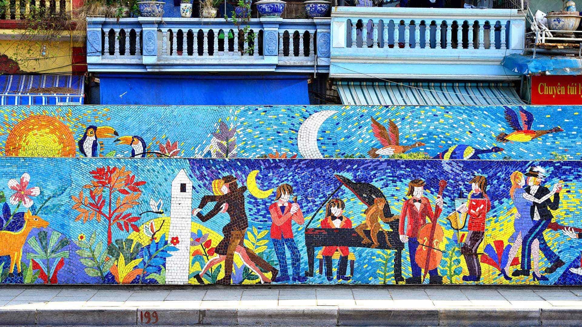 バッチャンモザイク壁画