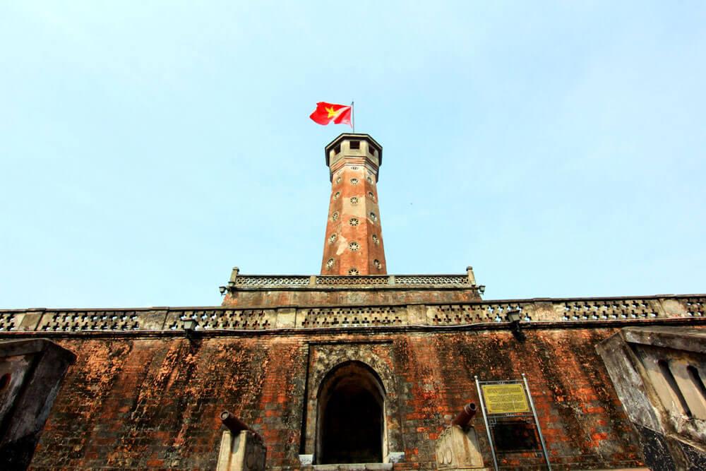 Cột cờ điểm tham quan du lịch độc đáo ở Hà Nội