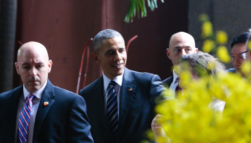 Tổng thống vui vẻ, hòa nhã giao lưu với mọi người