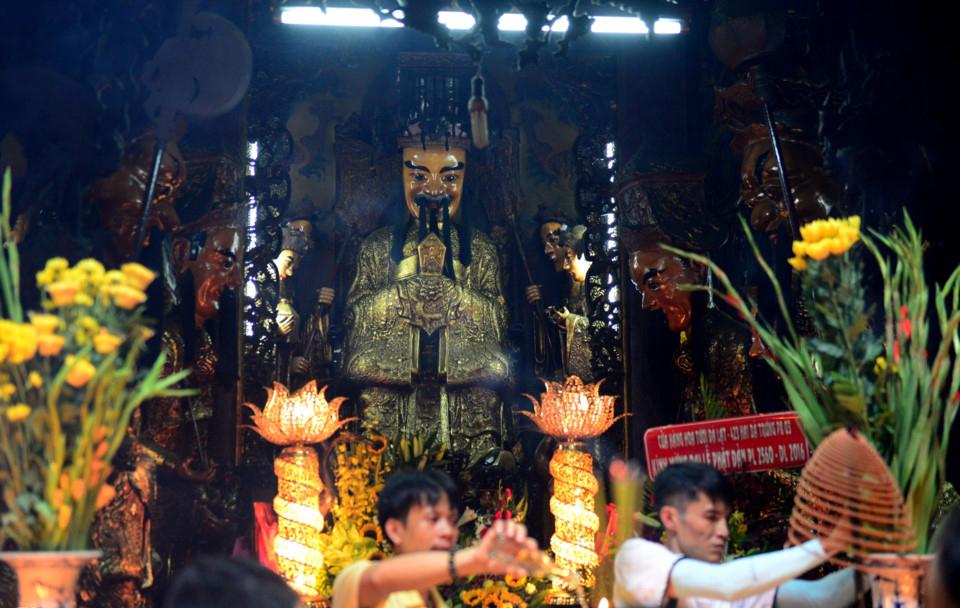 Bức tượng cổ bằng giấy bồi của chùa Ngọc Hoàng tp HCM