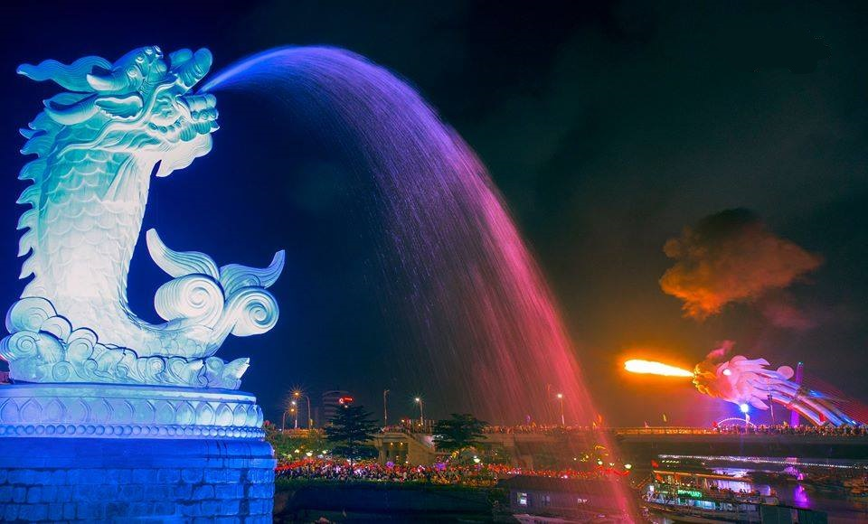 Địa điểm nổi tiếng ở Đà Nẵng - Tượng cá chép hóa rồng