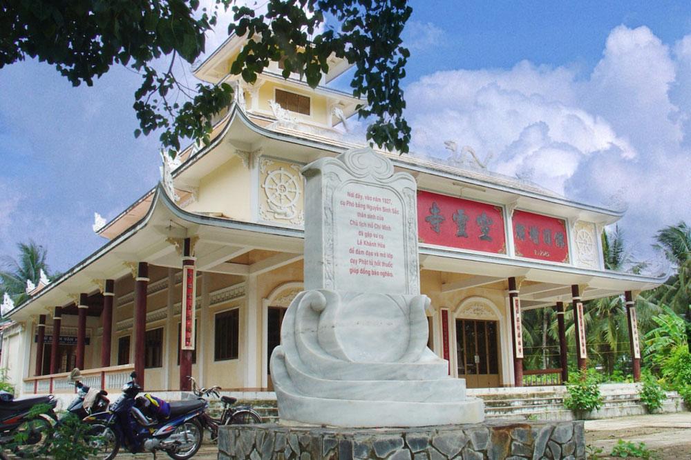 Tham quan chùa Tuyên Linh (Ảnh: ST)