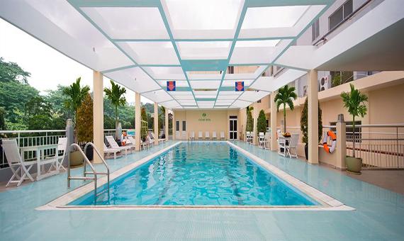 Hồ bơi trong khách sạn Victory Saigon Hotel