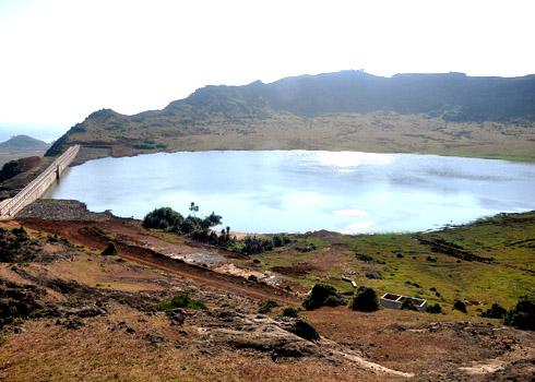 Hồ nước ngọt trên đỉnh Thới Lới (Nguồn sưu tầm)