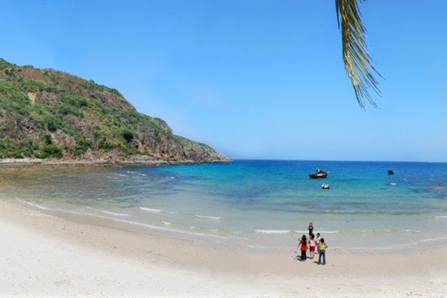 Bãi biển chưa có nhiều dấu chân của khách du lịch (Ảnh: sưu tầm)
