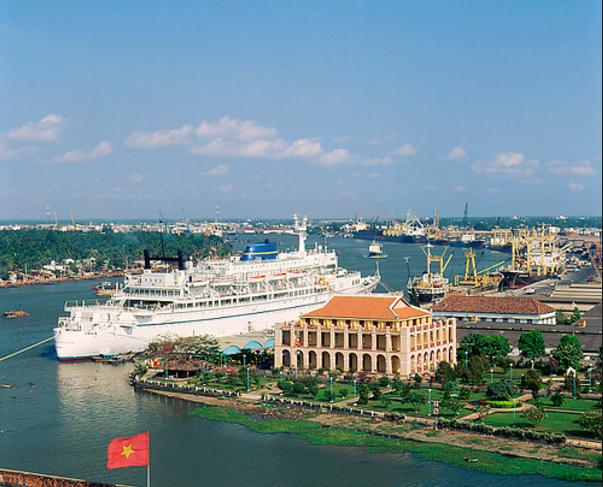 Bao quát Bến cảng Nhà Rồng