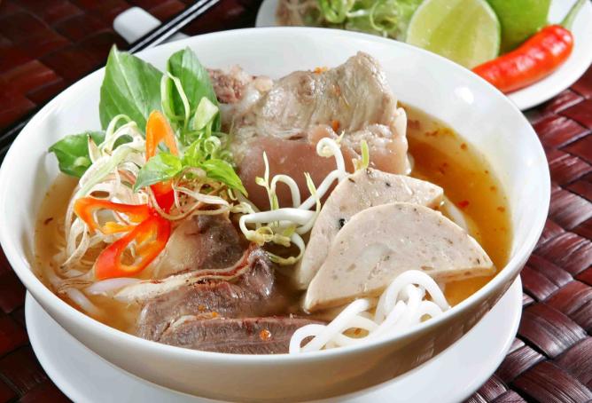 Thưởng thức hương vị Bún Bò Huế tại Sài Gòn
