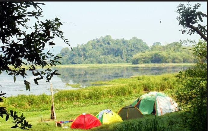 Có thể tự mang lều đi hoặc thuê tại các trung tâm du lịch