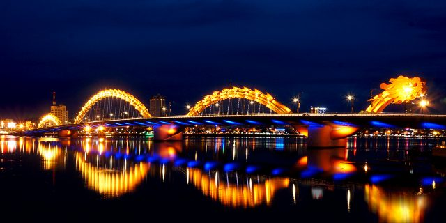 Cầu Rồng Đà Nẵng phun lửa, phun nước
