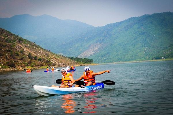 Chèo thuyền Kayak là trải nghiệm độc đáo mà bạn không nên bỏ qua!