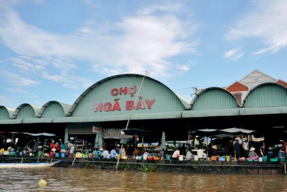 Chợ Ngã Bảy - Một trong chợ đậm văn hóa chợ nổi miền tây