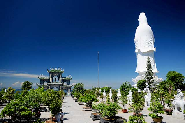 Tượng phật Quan Thế Âm ở chùa Linh Ứng bán đảo Sơn Trà