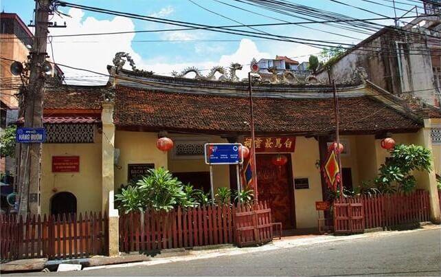 phố cổ Hà Nội - đền Bạch Mã