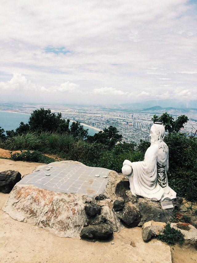 Tượng tiên ông trên đỉnh bàn Cờ bán đảo Sơn Trà
