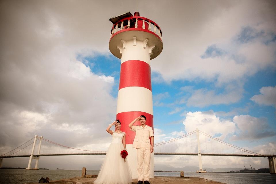 Hải đăng Thuận Phước là địa điểm tuyệt vời cho các cặp đôi chụp ảnh cưới.