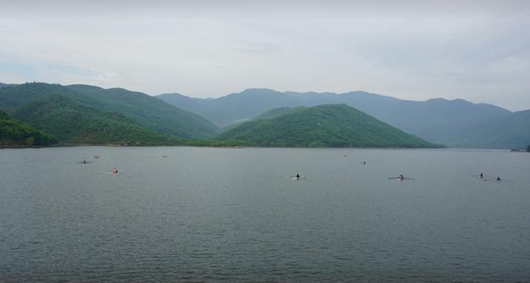 Non nước hữu tình nơi hồ Đồng Xanh Đồng Nghệ