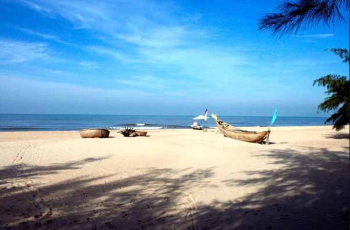 Bãi biển Hồ Tràm ngập nắng