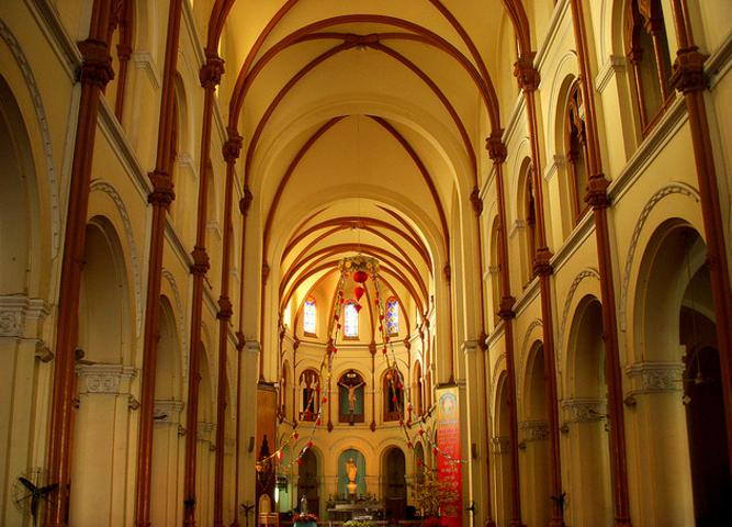 Kiến trúc bên trong nhà thờ Đức Bà