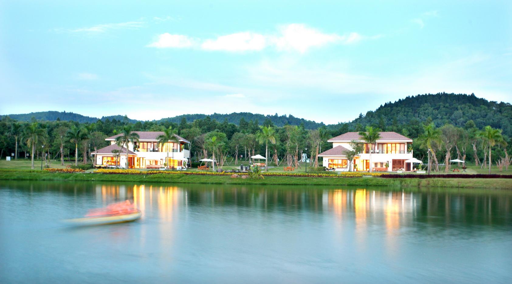 Hồ Đại Lải là địa điểm bạn không thể bỏ qua khi du lịch Vĩnh Phúc