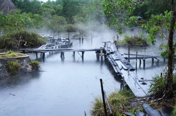 Suối nước nóng thuộc khu du lịch sài gòn Bình Châu
