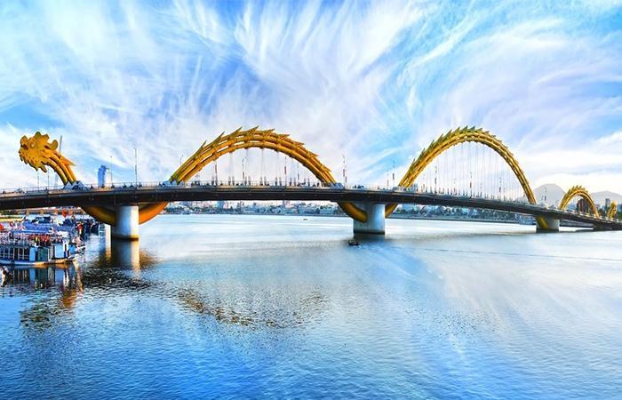 Một phần của cây cầu Rồng Đà Nẵng