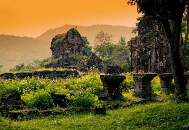 Ngôi đền tại Mỹ Sơn được xây dựng bằng những vật liệu rất bền vững, còn tồn tại đến ngày nay (Ảnh sưu tầm)
